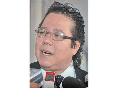 """Contralor dice que acción de la Fiscalía es """"lamentable"""""""