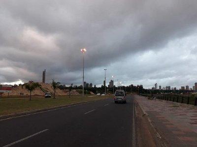 Meteorología anuncia un sábado cálido y con lluvias
