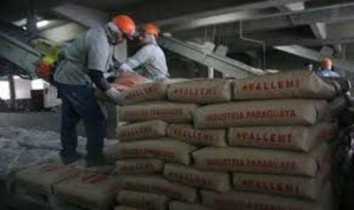 Parte primera barcaza de Vallemi con 2.500 toneladas de cemento para el mercado nacional