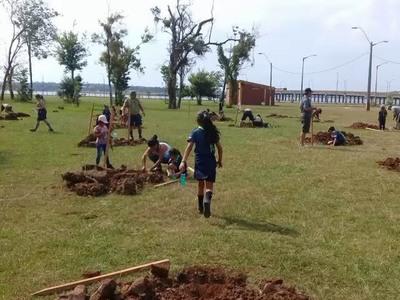 Comisiones vecinales arborizan sus barrios en Encarnación