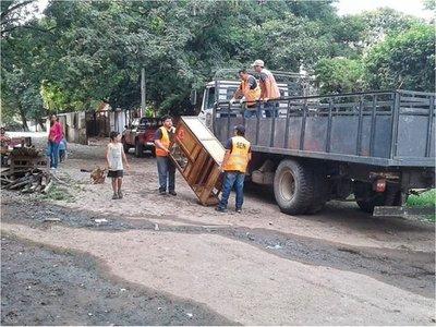 Familias regresan a sus hogares tras inundaciones del río Paraguay