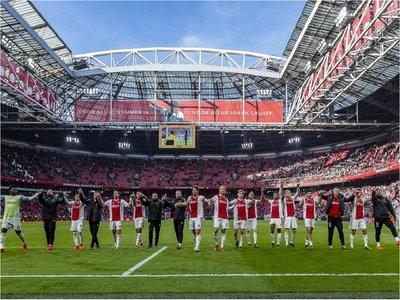 El Ajax golea y recorta la ventaja del PSV
