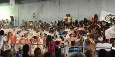 Decenas de heridos en colapso de gradería en carnaval