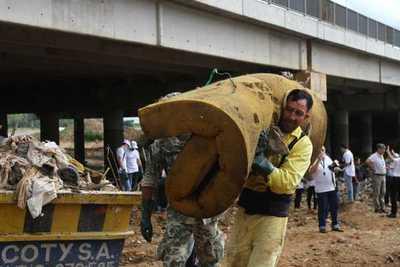 Cerca del 90% de los contaminantes del arroyo Mburicaó son residuos domiciliarios