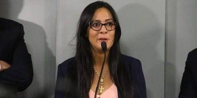 MINISTRA DE LA SENABICO PUSO A DISPOSICIÓN SU CARGO