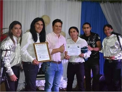Intendente de J. Eulogio Estigarribia expresa su apoyo a The Fenders