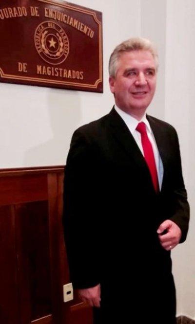 Bachetta se inhibe tras abierto respaldo