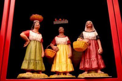 Exposición de cerámica en honor a Lucy Spinzi en Areguá