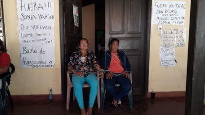 San Pedro: se encadenan para exigir destitución de gerente del MAG