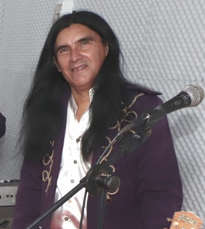 LE PONE EL PECHO Músico de The Fenders se presentó en la Fiscalía
