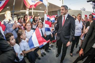 Jefe de Estado presidió inicio oficial del ciclo lectivo e inauguró obras