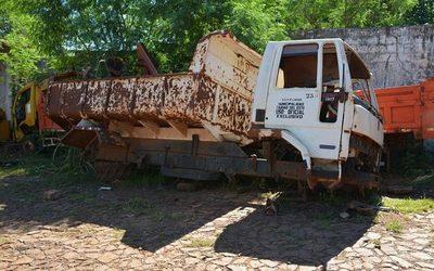 Vehículos y maquinarias despedazados, en   Transportes de la Municipalidad de CDE