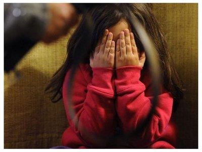 Rescatan a niña de 3 años brutalmente golpeada por sus padres