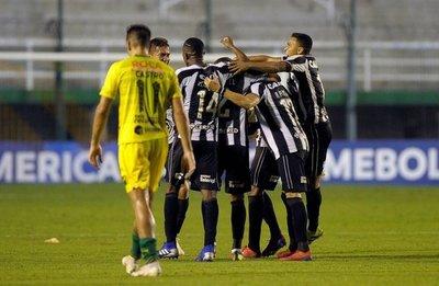 Botafogo goleó y avanzó