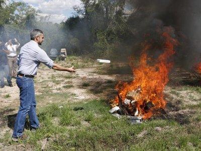Por falla de nuevo horno, Senad quema cocaína al aire libre
