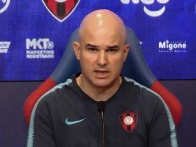 Fernando Jubero definirá hoy si Amorebieta arranca de titular