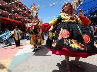 El mayor carnaval de Bolivia prohíbe la venta y consumo de alcohol