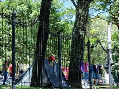Indígenas dejan plaza Uruguaya tras acuerdo con autoridades