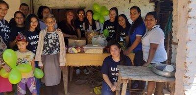 Estudiantes realizan su UPD visitando a una abuela