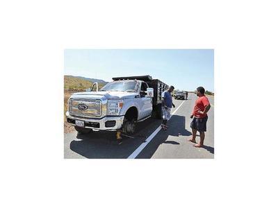 Retiran de frontera  vehículos con ayuda por precaución