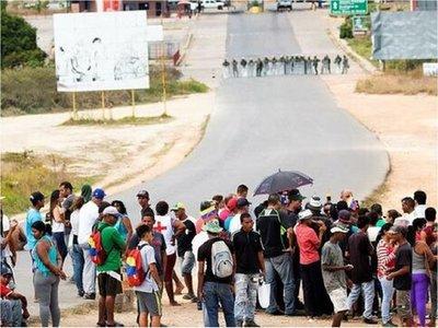 Tropas federales de Brasil contienen antichavistas en frontera
