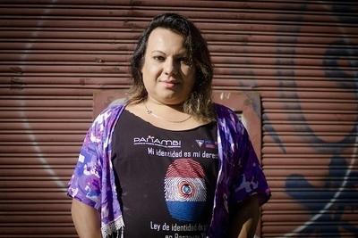 """Yren Rotela mostró lesiones a causa de inyectarse """"aceite de avión"""""""