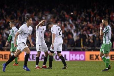 Rodrigo mete al Valencia en la final