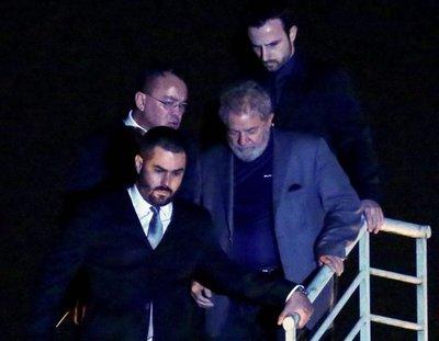 Autorizan a Lula salir de prisión para ir a entierro de nieto