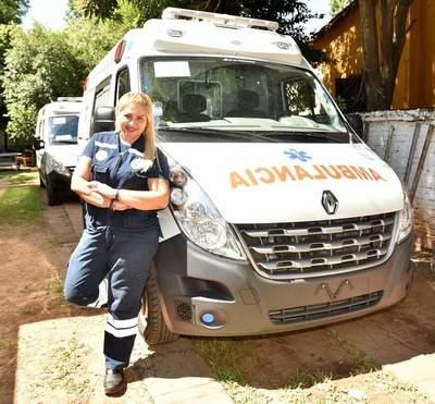 Una mujer al mando de una ambulancia del IPS