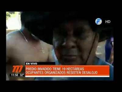 Ocupantes resisten desalojo en Ciudad del Este
