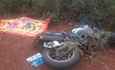 Motociclista cae y muere en Minga