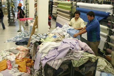 Trabajadores de sector textil urgen ayuda al Gobierno