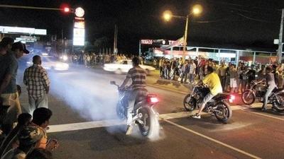 HOY / Pandillas de motociclistas luqueños se adueñan de las calles y generan temor