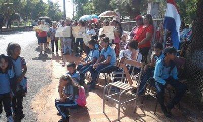 Levantan toma de colegio en Guayaybi