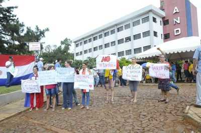 Crece indignación ciudadana en el Este ante las sobrefacturaciones de la ANDE