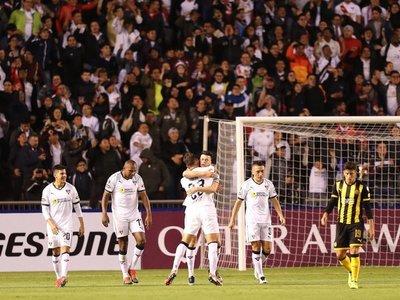 Liga de Quito vence al Peñarol y toma el control del Grupo D