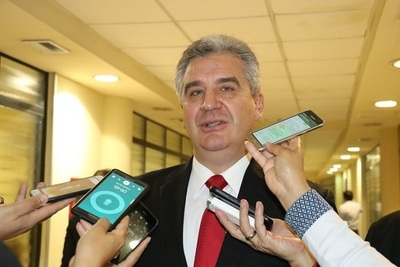 "Bacchetta ofreció ""de todo"" para cesar manifestaciones, aseguran"