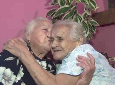 Hermanas se ven jey ¡después de 60 años!