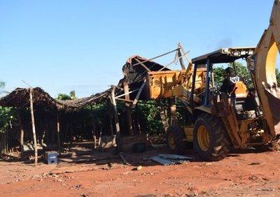 Desalojan a unas 700 familias de un predio de Cnel. Oviedo