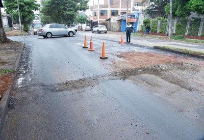 Municipio asfalta, Essap destruye