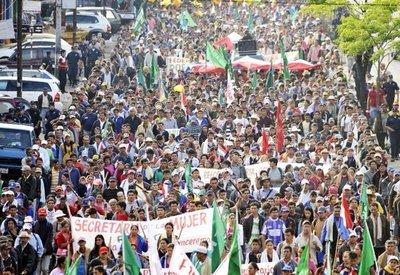 Los campesinos rechazan la asistencia parche y corrupta