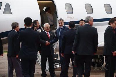 Abdo Benítez emprende nuevo viaje al exterior