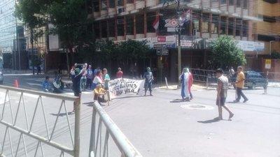 Indígenas cierran calles en microcentro de Asunción