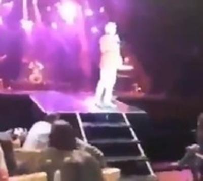 Sergio Denis cayó del escenario y se encuentra en grave estado