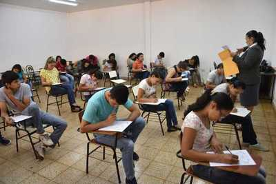 Becas otorgadas por Itaipú tomaron protagonismo tras polémicas adjudicaciones