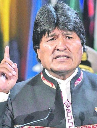 """Ente públicodistribuye impresos que llaman """"dictador"""" a Evo"""