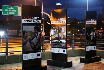 """Kuña Ojapo Democracia"""", en el Turista Róga Costanera"""