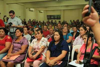 Gobierno dialoga sobre problemática de tierra con pobladores de territorios sociales de Alto Paraná