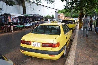 Taxistas se adueñan de las calles en la zona de la Clínica Ingavi