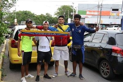 """VENEZOLANOS: """"Caminábamos entre 80 y 100 km por día"""""""